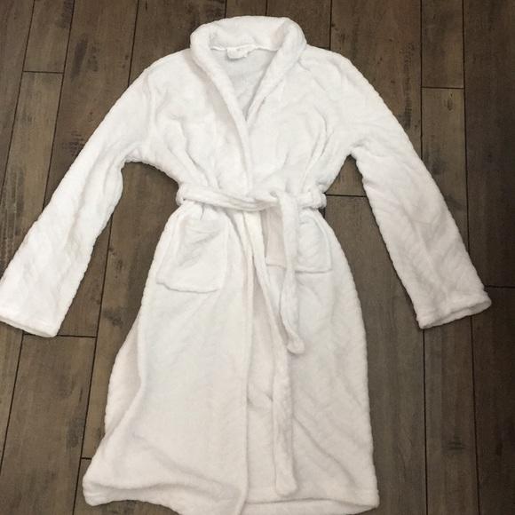 Ulta S M white chevron robe. M 5a511ce285e6057388016731 d796b3bcf